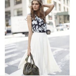 🍌 Banana Republic • Pleated Skirt • Size 6